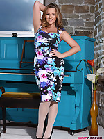 Jodie Gasson British Model Nude - Jodie Teasing At The Piano